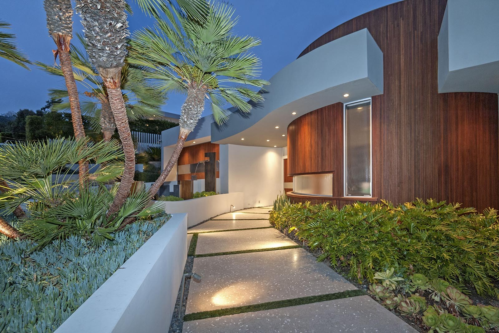 9305 nightingale sweeney property group for Contemporary homes los angeles